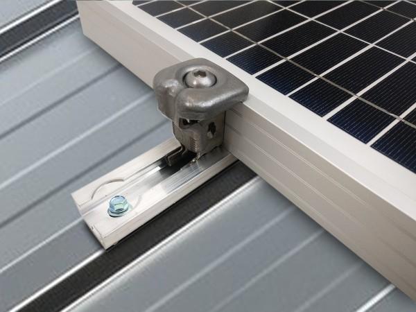Fixation TOITURE Bac acier pour 1 panneau solaire   épaisseur cadre 30 à 50mm