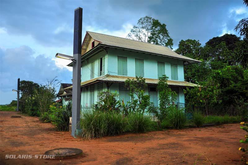 Spécialiste de l'énergie solaire autonome en Guyane, distributeur de totem et lampadaire solaire