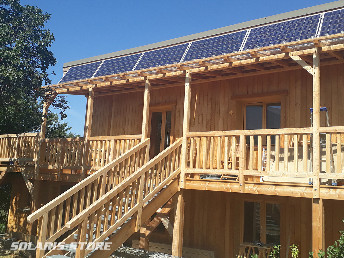 Maison en bois autonome grâce au solaire