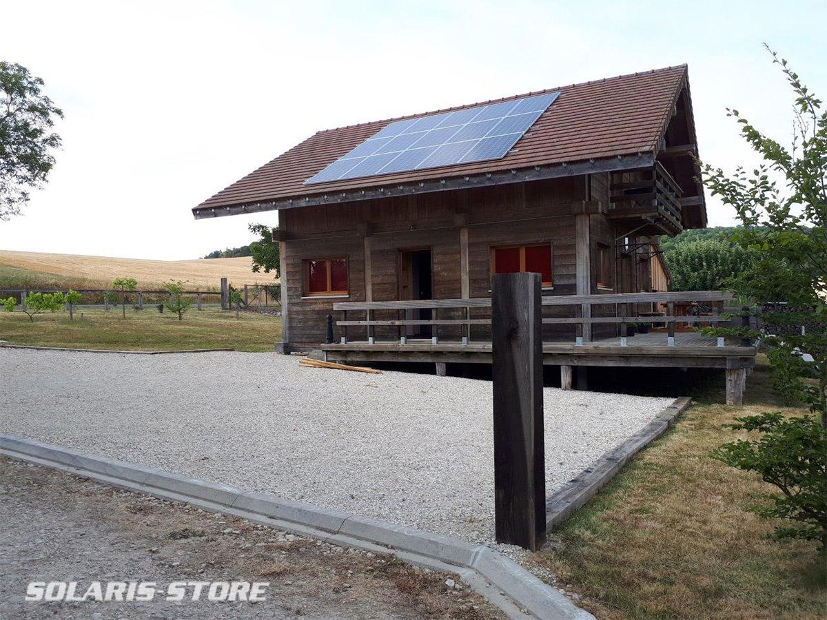 Maison en bois alimenté 100% solaire