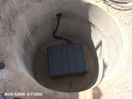Dans le désert de Jordanie, placement des batteries solaires dans un local sous terre pour les protéger de la chaleur
