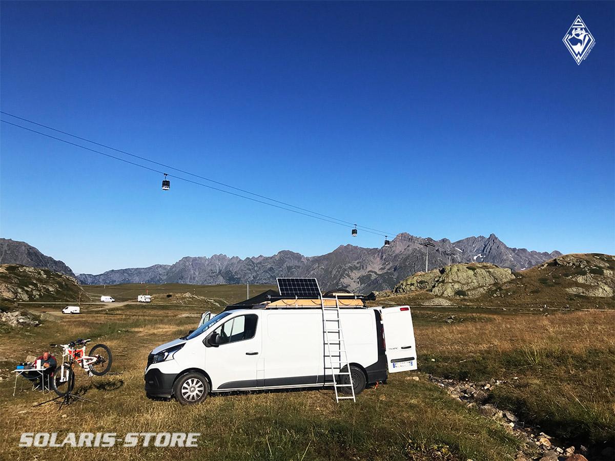 Fourgon aménagé pour sortie VTT de descente sur les pistes des 2 Alpes