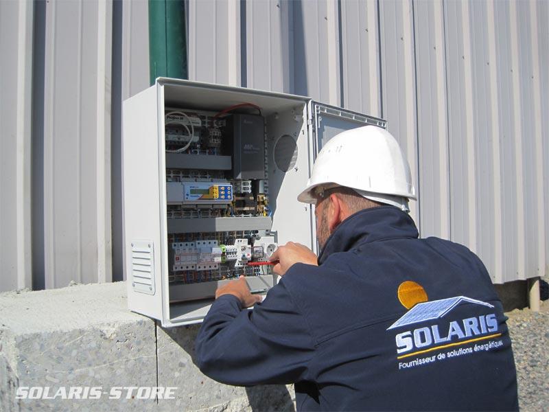 Alpes-de-Haute-Provence (04) / Préparation d´une armoire électrique pour système solaire en site isolé